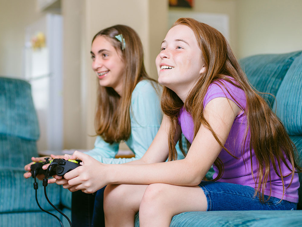 A kids holding a video game